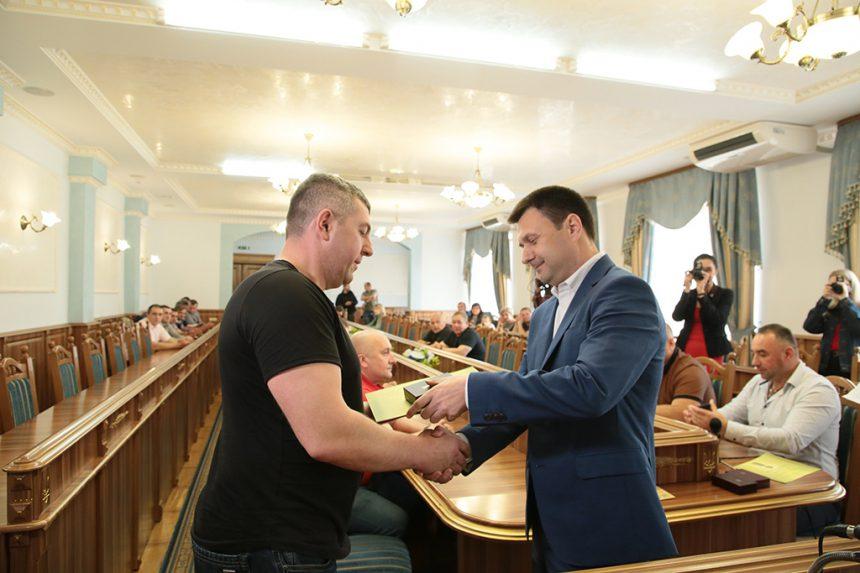 Прикарпатських військових та волонтерів нагородили відзнаками До Дня Героїв